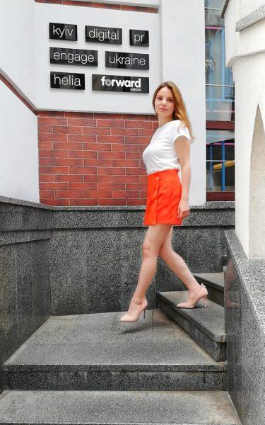 Оранжевые шорты-юбка с высокой талией